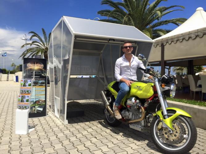 motorrad box ist die garage f r zweir der. Black Bedroom Furniture Sets. Home Design Ideas
